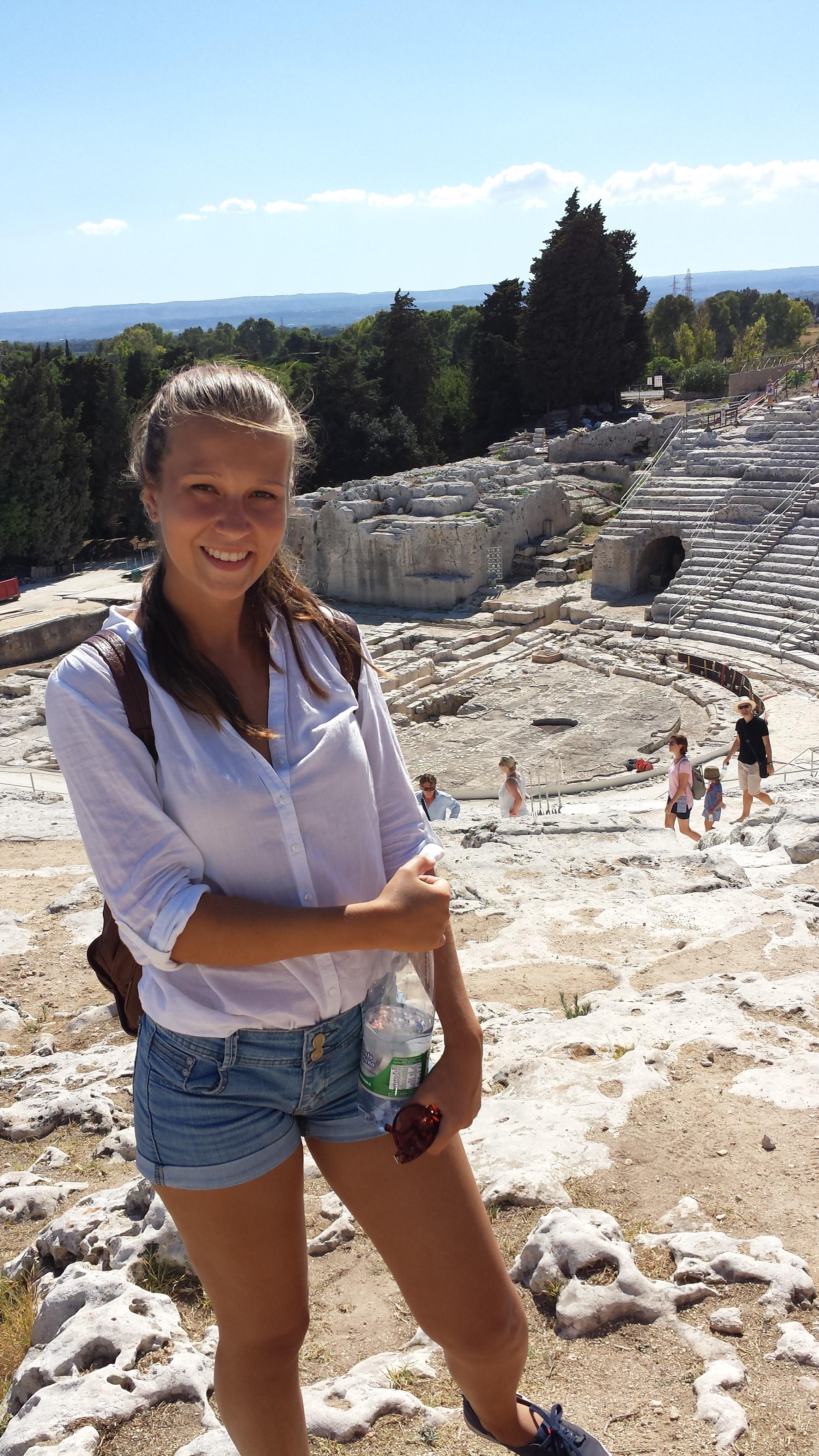"""""""V Sirasuse sme navštívili archeologický park (na obrázku grécke divadlo)."""""""