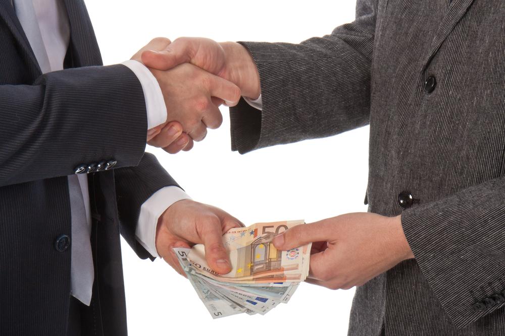 136623-money_deal_handshake