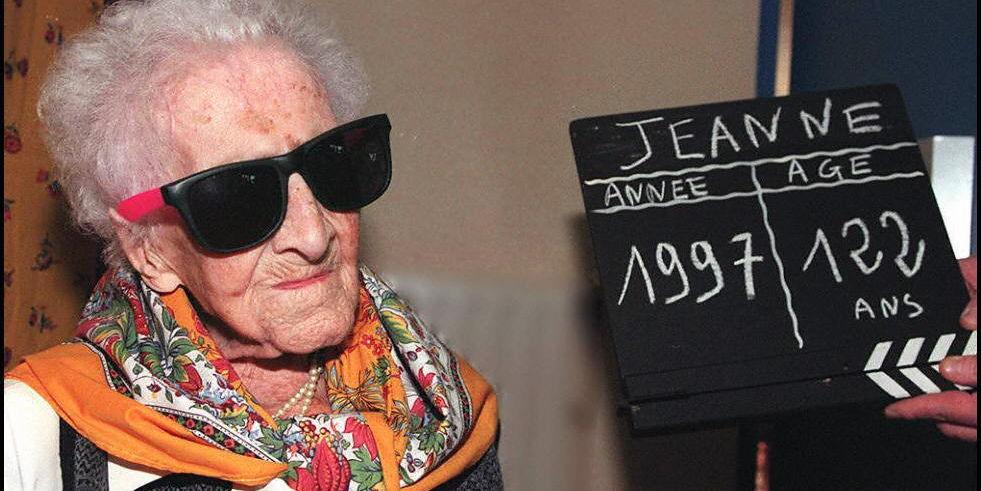 Preukázateľne najdlhšie žijúcim človekom je do dnešného dňa Jeanne Calment. Zomrela v roku 1997.