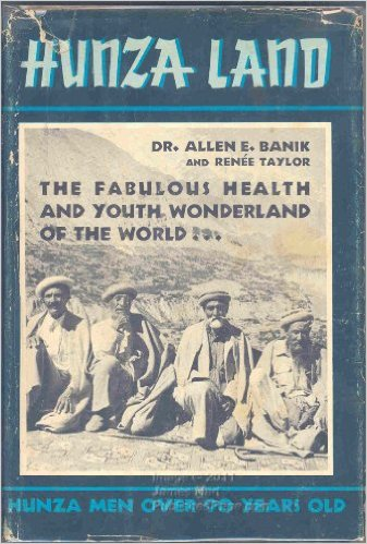 Kniha cestovateľky Renee Taylor v ktorej prináša rozhovor s vládcom Hunzy.