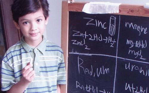 Aké tajomstvo skrýva tento chlapček? 7 faktov o univerzitách, o ktorých ste ešte nepočuli
