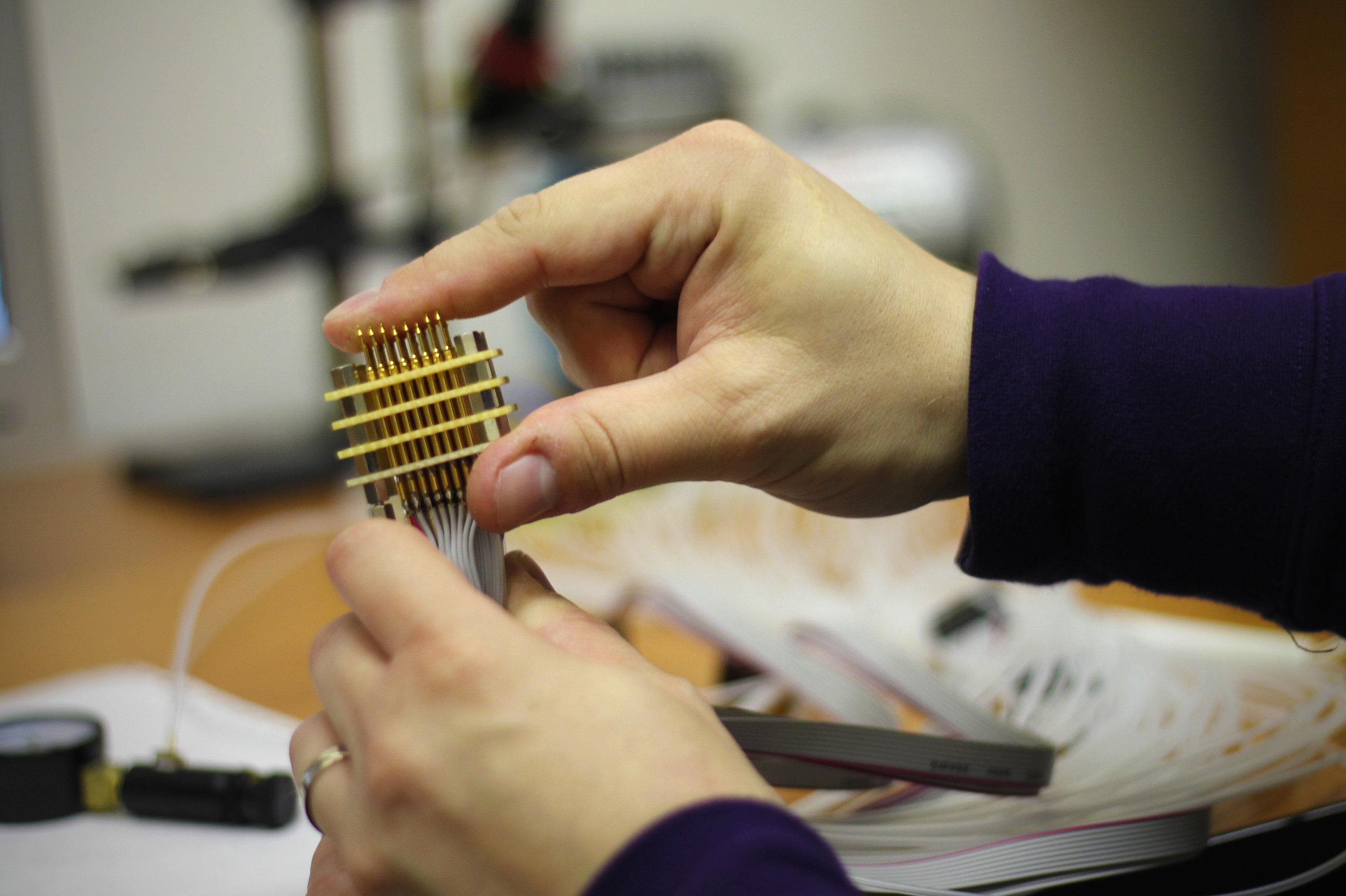 Pneumatická sonda so 64 elektródami. Zdroj: EJ