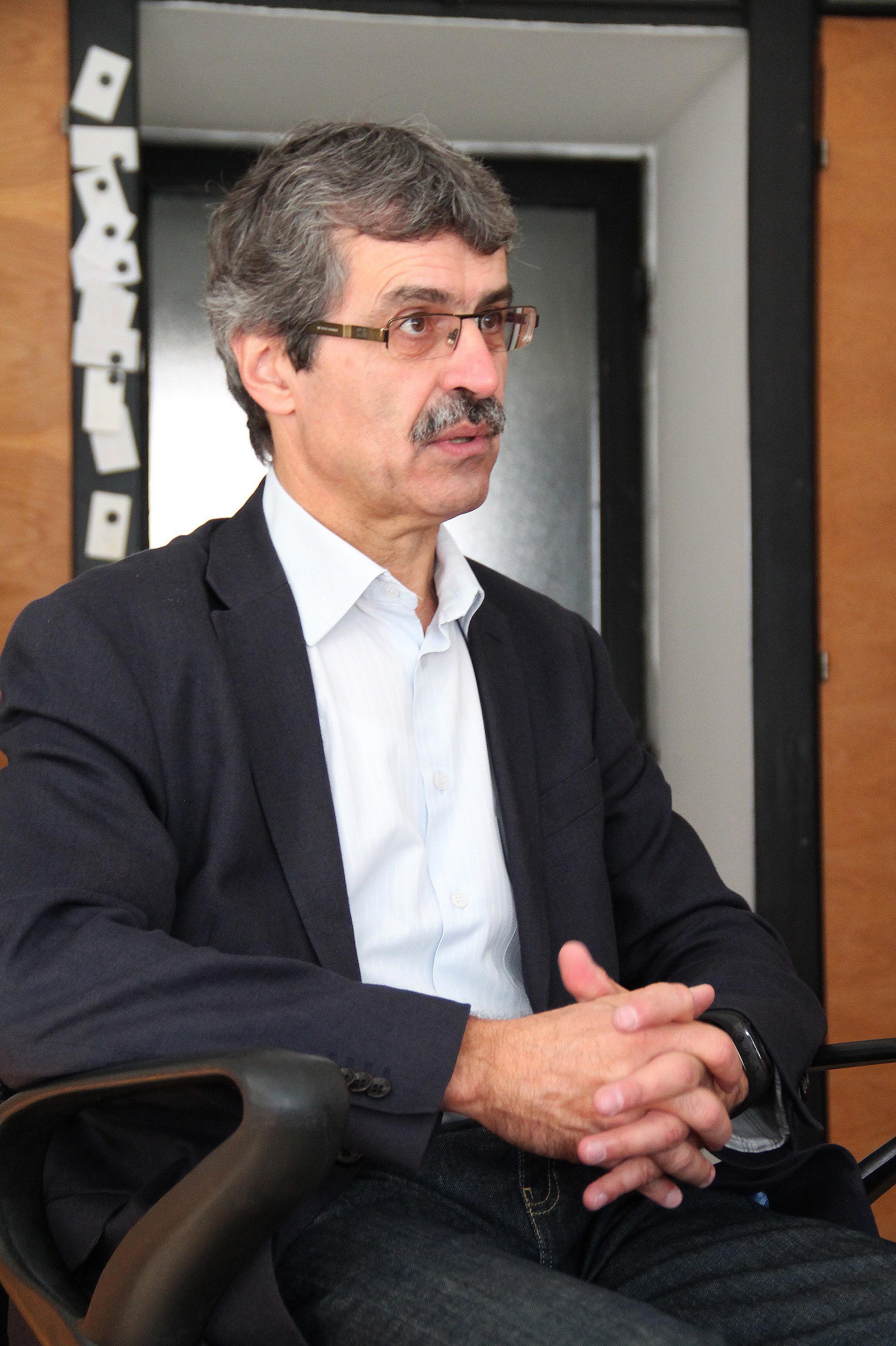 pôsobí ako predseda Slovenskej informatickej spoločnosti