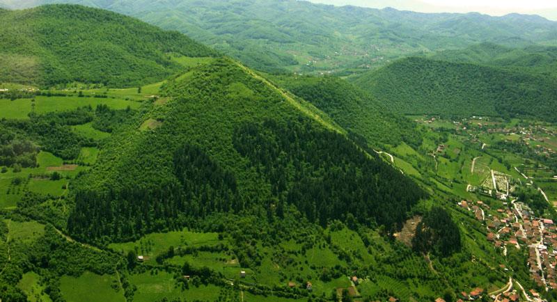 Pyramídy v Bosne – šokujúca skutočnosť alebo špinavý biznis?