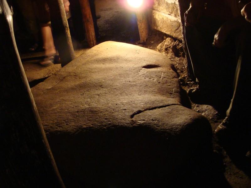 Výtvor prírody alebo človeka? Jeden z nálezov v tuneloch Ravne. (Zdroj: cropfm.at/resources/bosnien/visoko_bilder.htm)