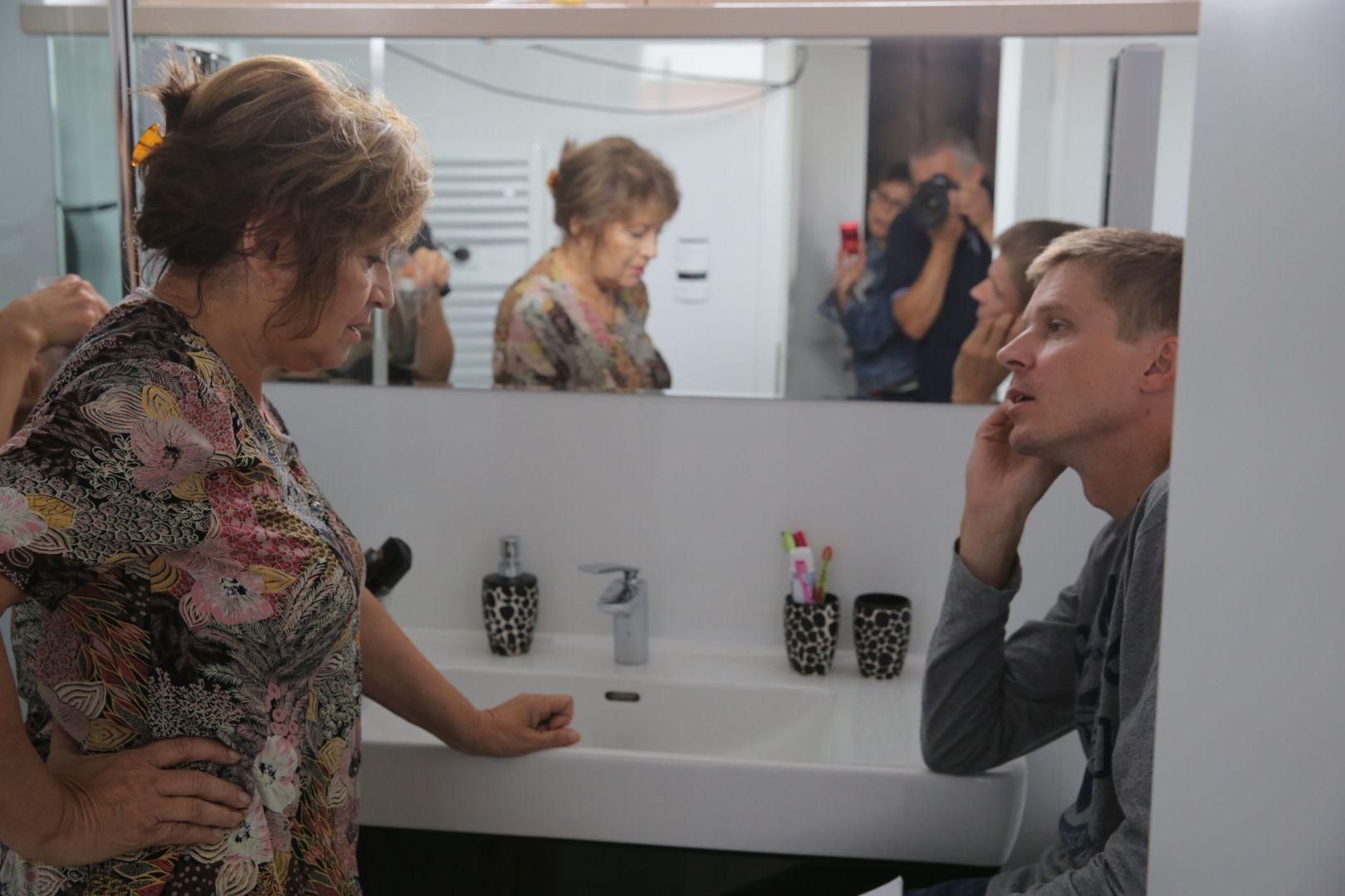 Marko Škop s Emíliou Vášáryovou počas nakrúcania filmu Eva Nová (2015). Zdroj: Artileria.sk