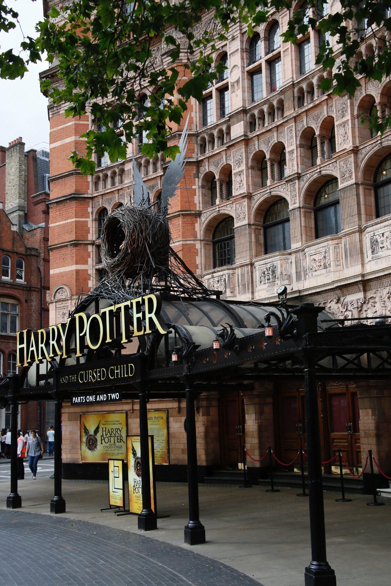 Kníhkupectvá ovládol celosvetový predaj Harryho Pottera: Ako prví sa u nás z novej časti tešili Banskobystričania