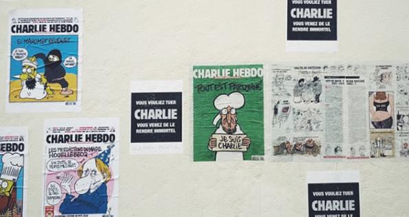 Charlie Hebdo rozhorčil Talianov: Obete zemetrasenia vykreslené ako druhy cestovín