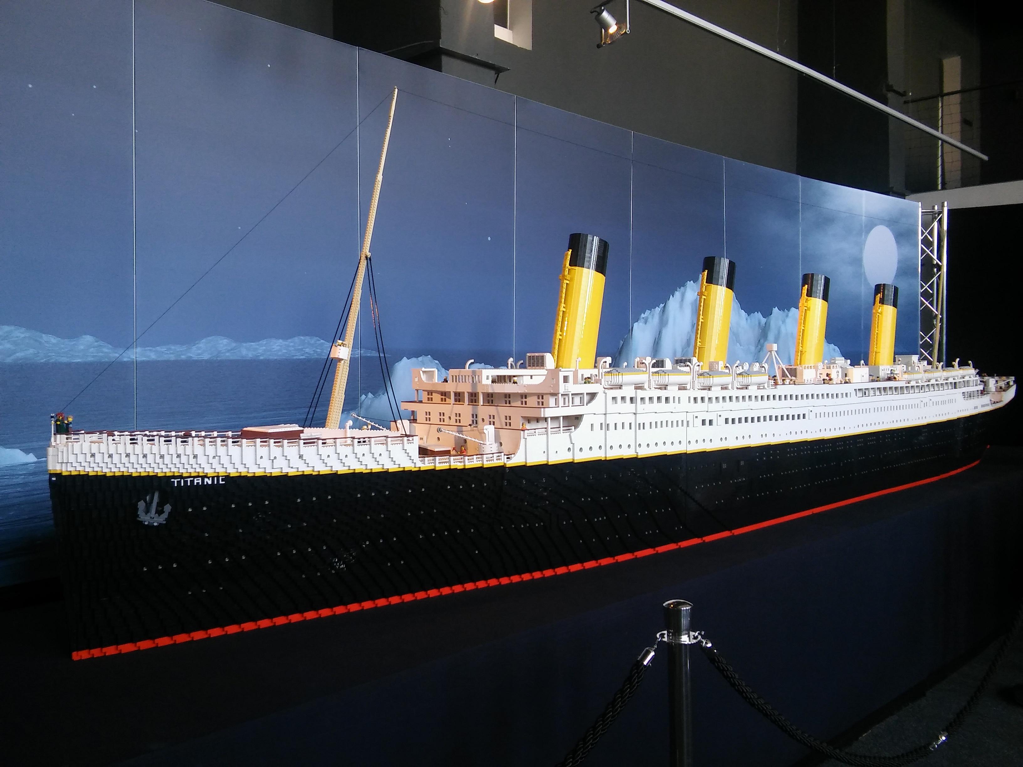 Z výstavy Kocky na cestách: 7- metrový Titanic poskladaný z 200 tisíc kociek lega. Zdroj: Aneta Schmögerová