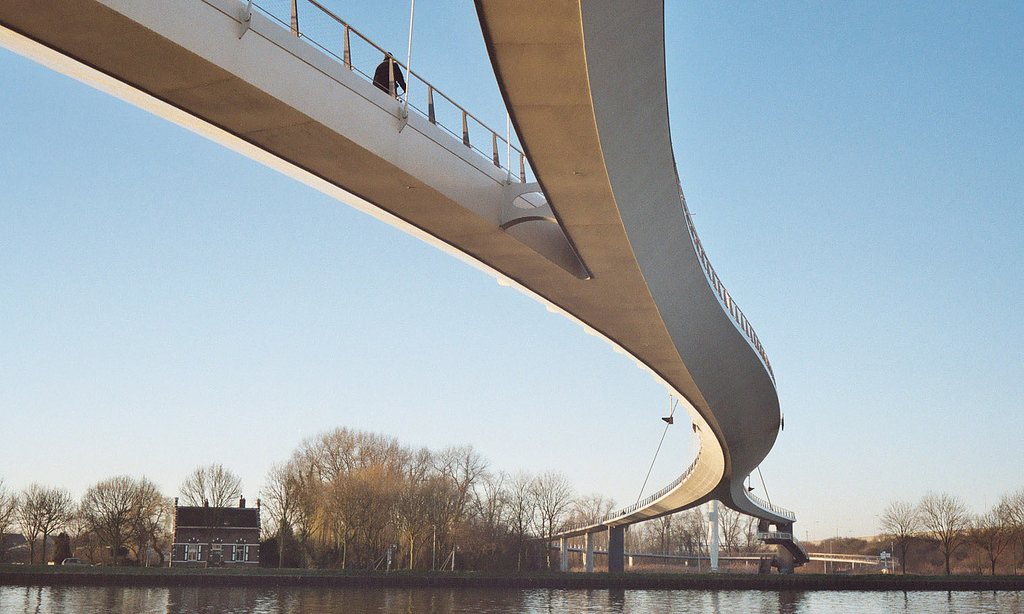 """Aj vám sa páči architektúra ,,kovovej vlny?"""""""