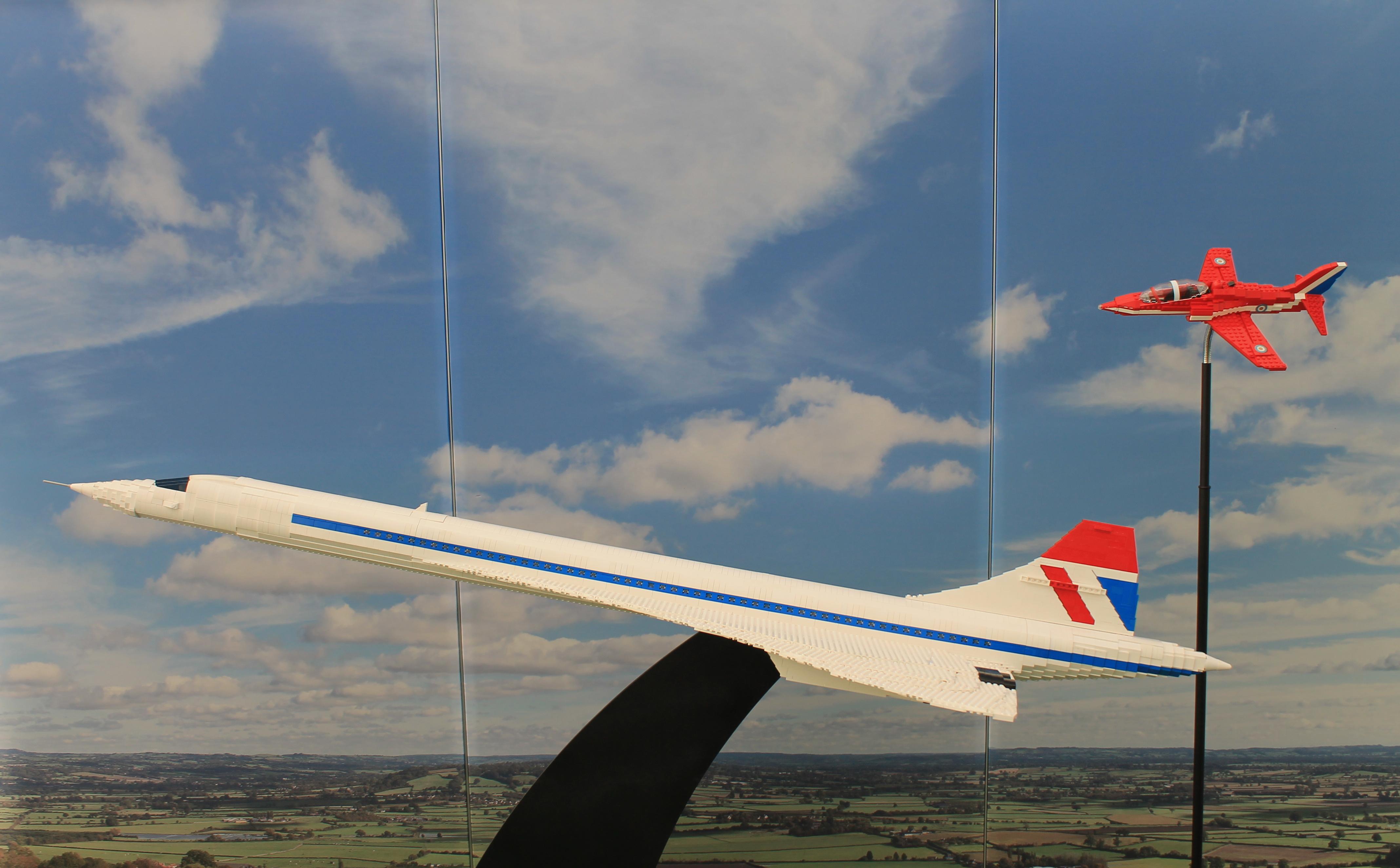 Z výstavy Kocky na cestách: Concorde a Red Arrow. Zdroj: Aneta Schmögerová