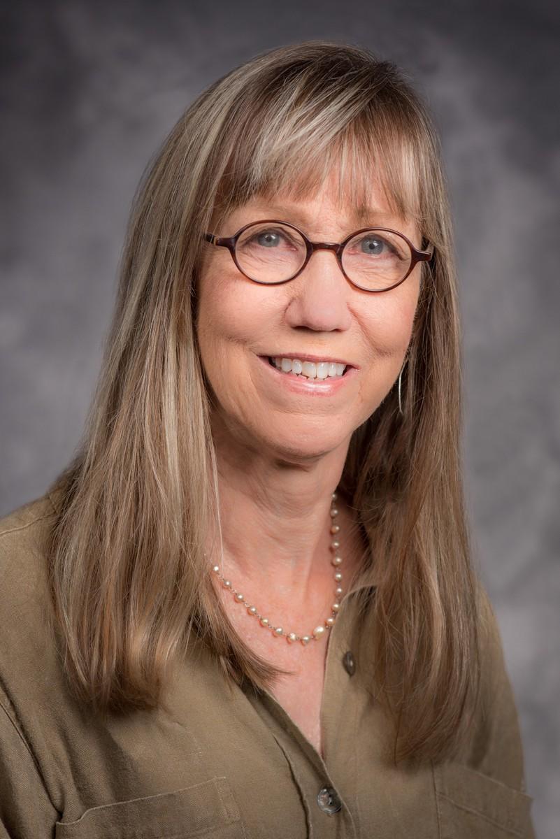 Držiteľka Pulitzera Deborah Nelson: Úlohou investigatívneho novinára je vyzvať ľudí, aby hovorili, i keď hovoriť nechcú