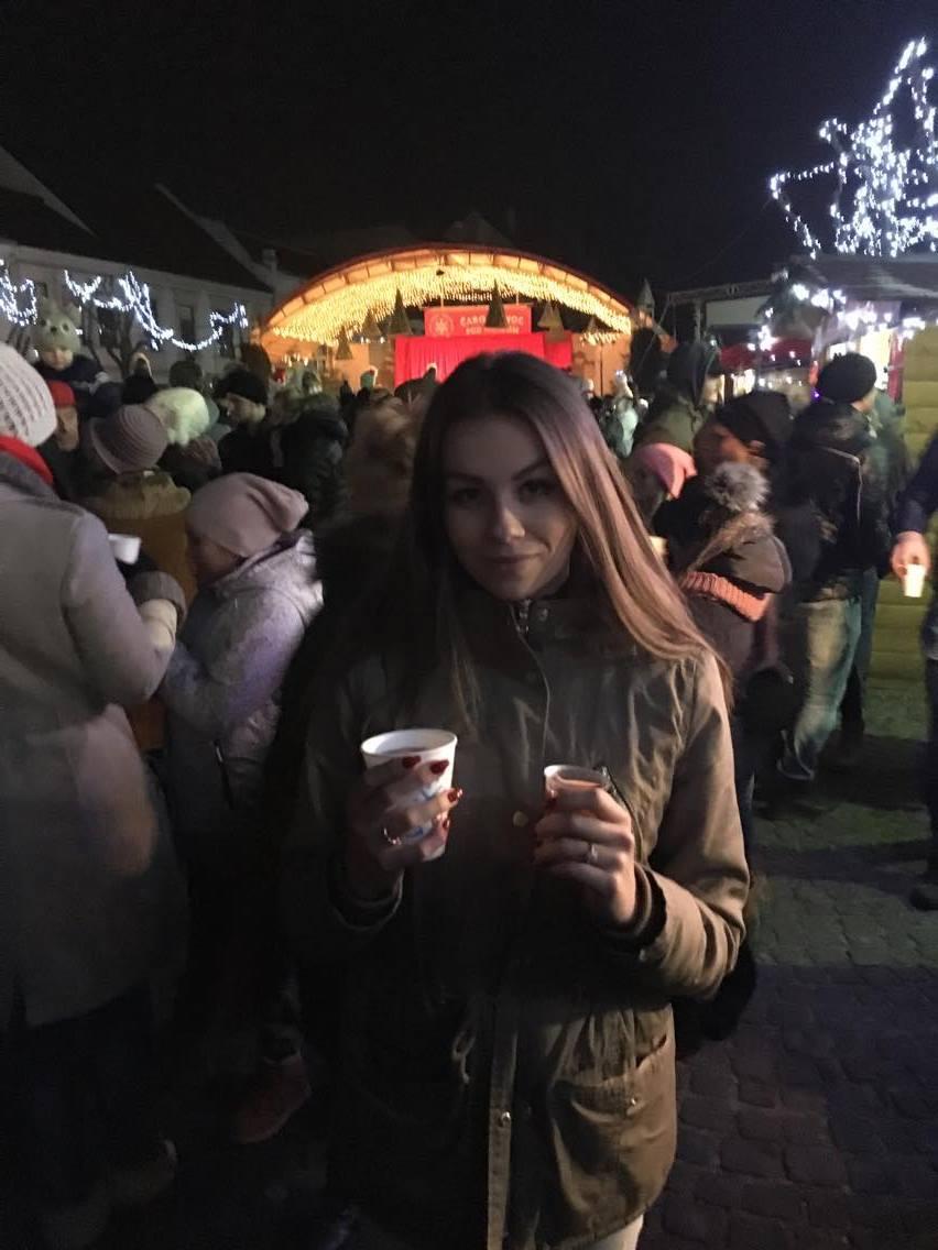 Vianočný punč a medovinu si na trenčianskych trhoch vyskúšala aj naša redaktorka. Zdroj: Romana Šebíková