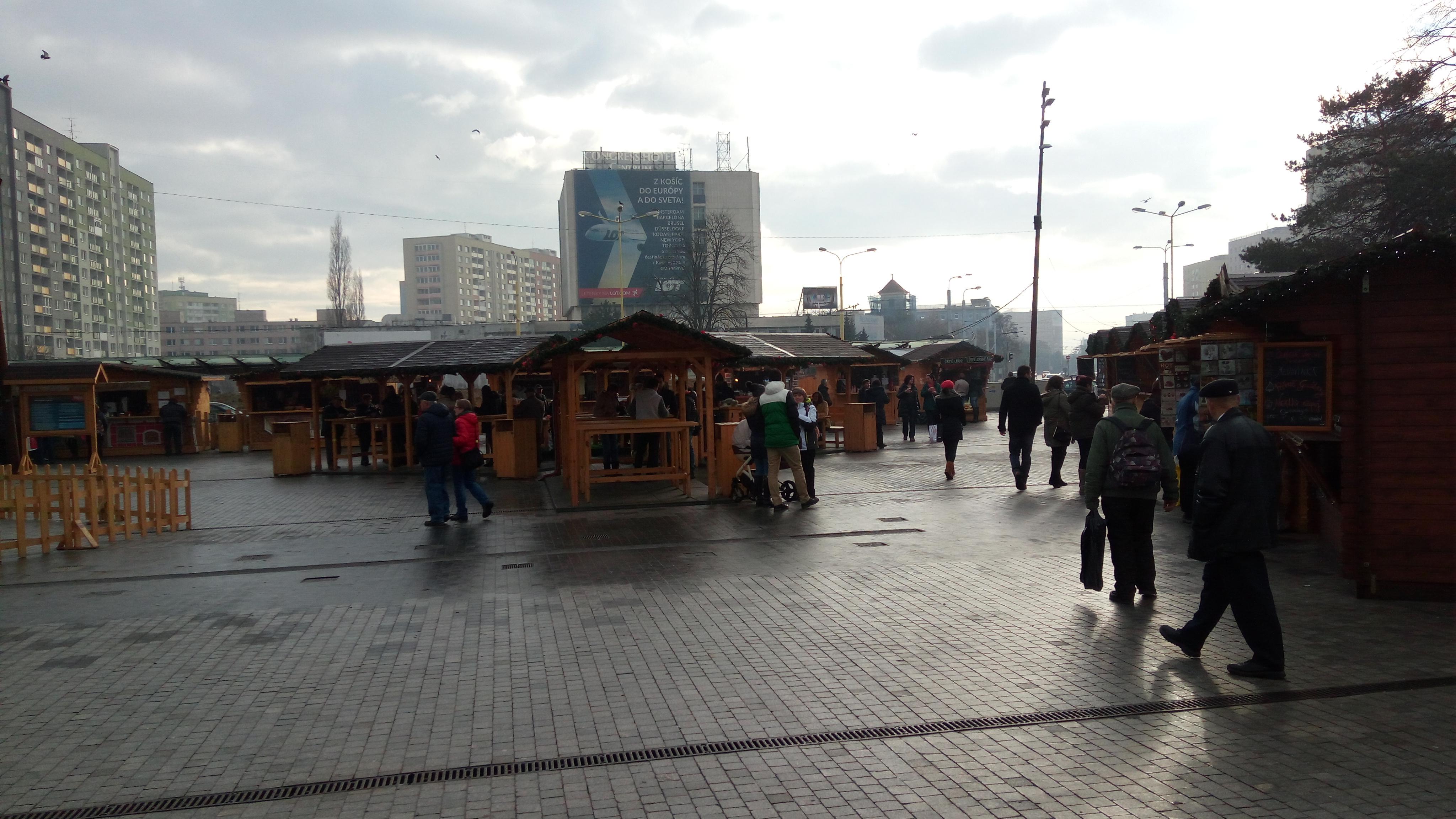 Trhy sú aj pred košickým Auparkom. Zdroj: Dávid Pastrik