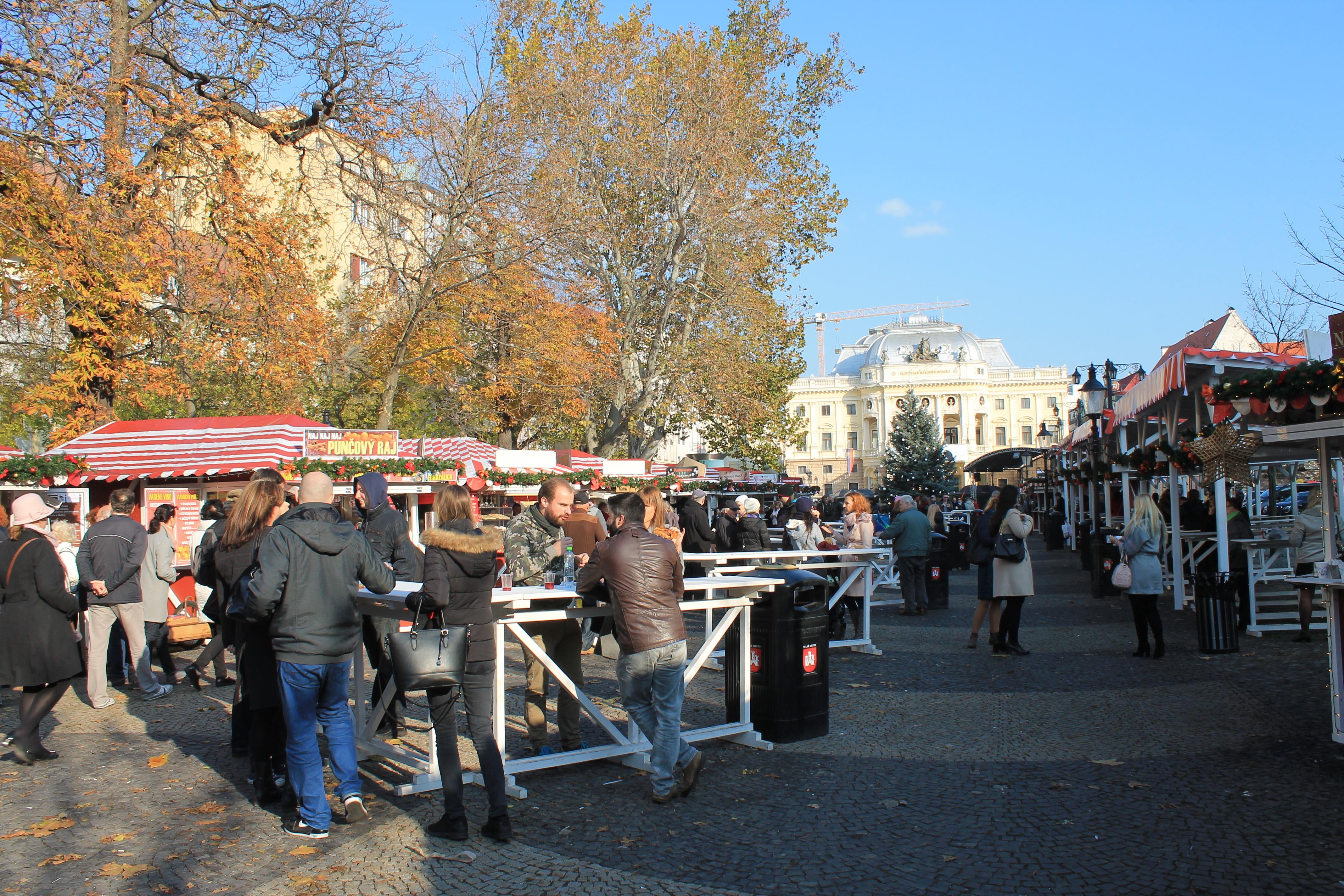 Vianočné trhy na Hviezdoslavovom námestí. Zdroj: Aneta Schmogerová