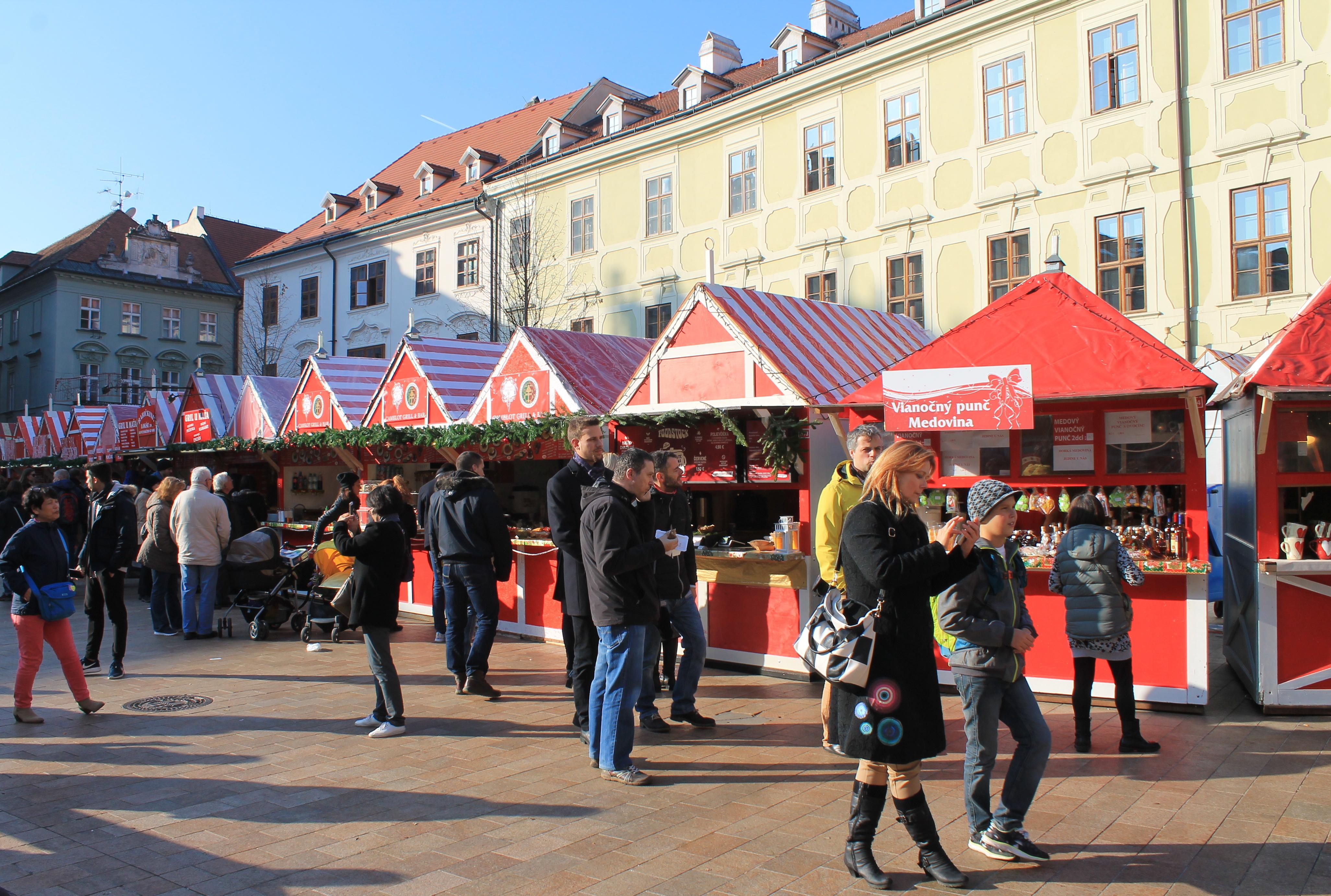 Trhy na Hlavnom námestí. Zdroj: Aneta Schmogerová