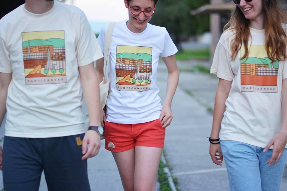 Tým, že si kúpite tričko alebo akýkoľvek predmet z Fabriky Umenia, podporíte občianske združenie do budúcna.
