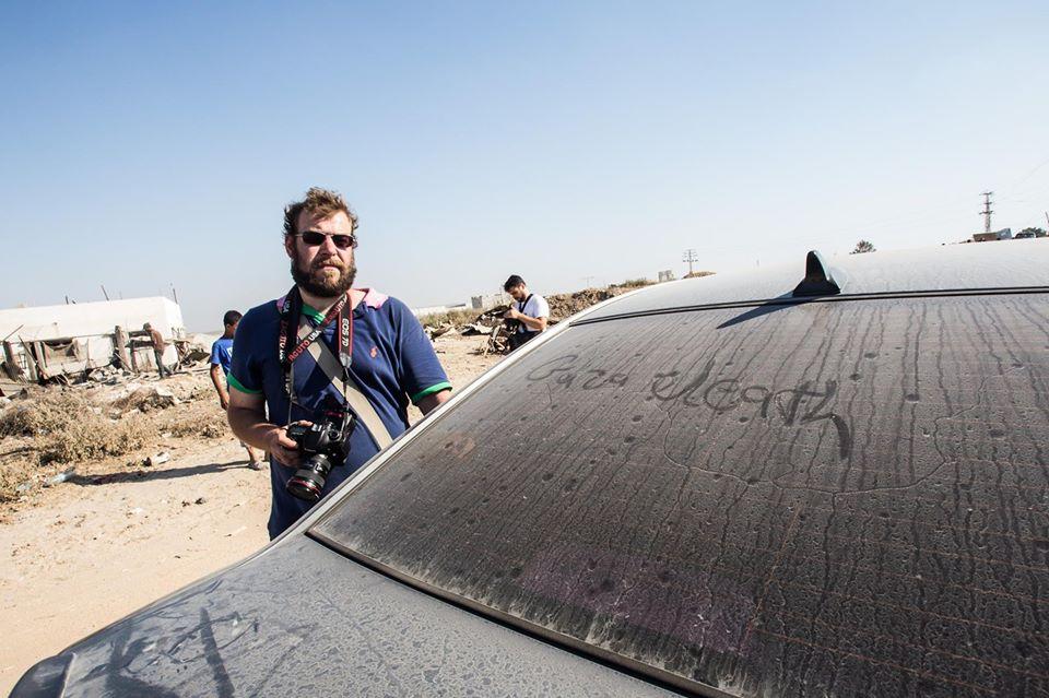 Vojnový fotograf Ján Husár: ISIS ťa zbičujú za to, že fajčíš, ale sami nosia vo vrecku kokaín