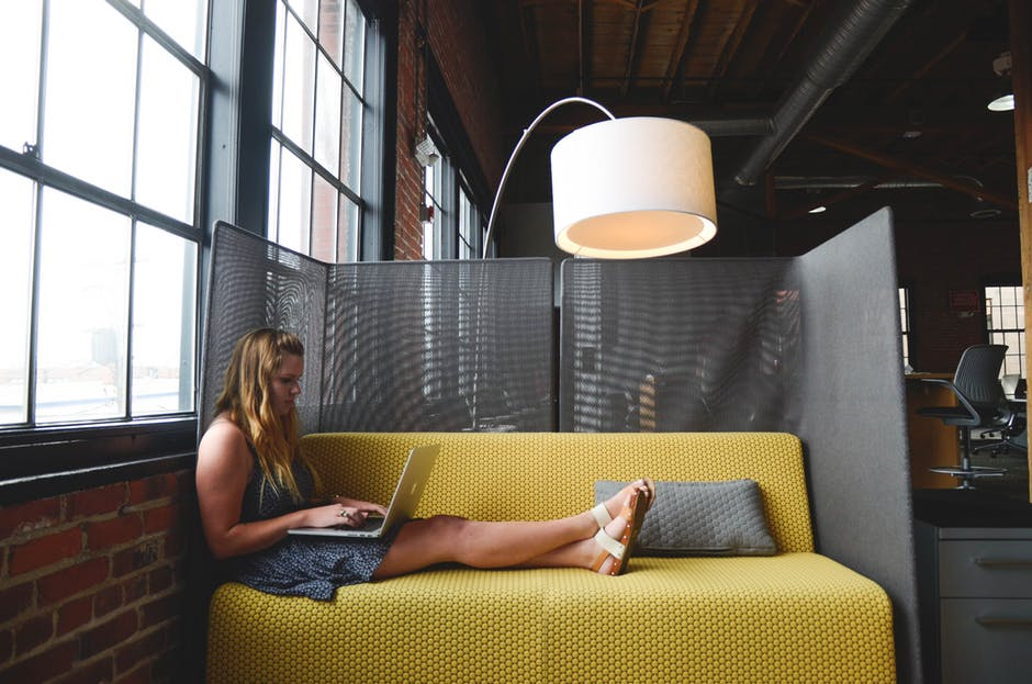 Práca z domu a flexibilný pracovný čas: Ako sa žije marketingovým freelancerom?
