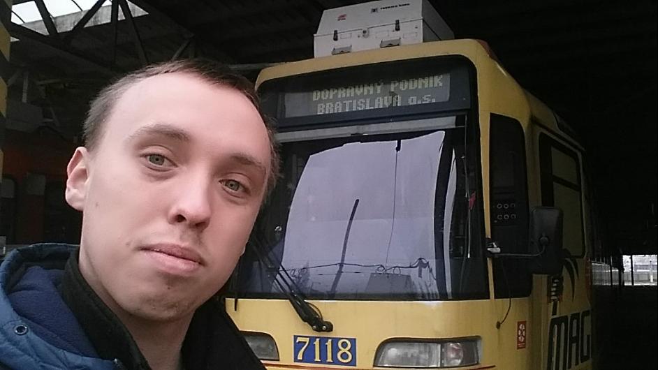Študent Matej brigáduje ako šofér električky: Veľa ľudí sa mi čuduje, že to robím v takom mladom veku