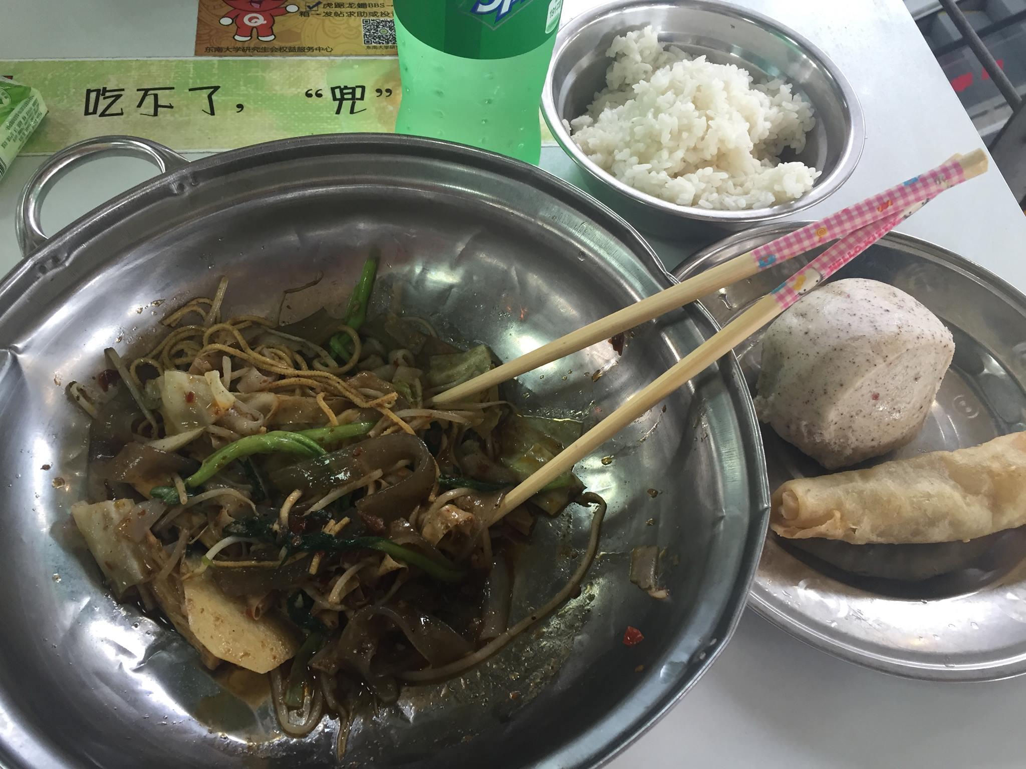 Takto vyzeral obed v školskej jedálni. Zdroj: Archív Pam Polákovej
