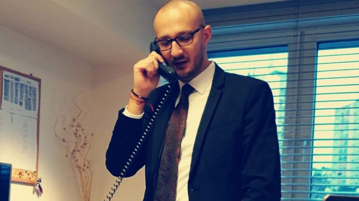 Absolvent FMK Matúš Stračiak (29): Politika je oblasť, kde väčšinou najlepšie funguje riadená improvizácia