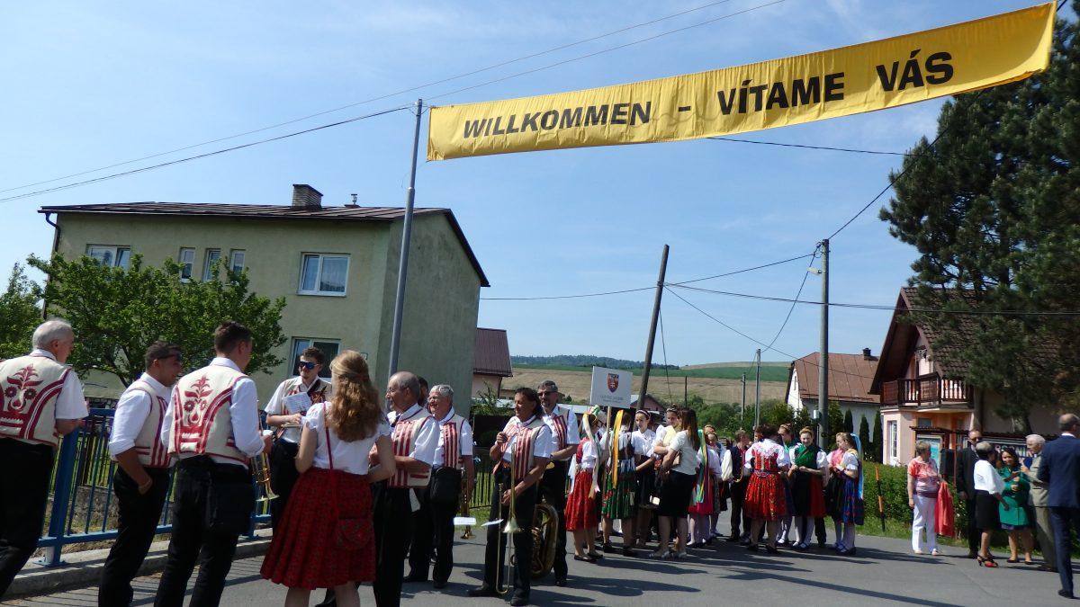 Nemecké dialekty na Slovensku vymierajú. Viac nemčiny v školách by mohlo karpatským Nemcom pomôcť