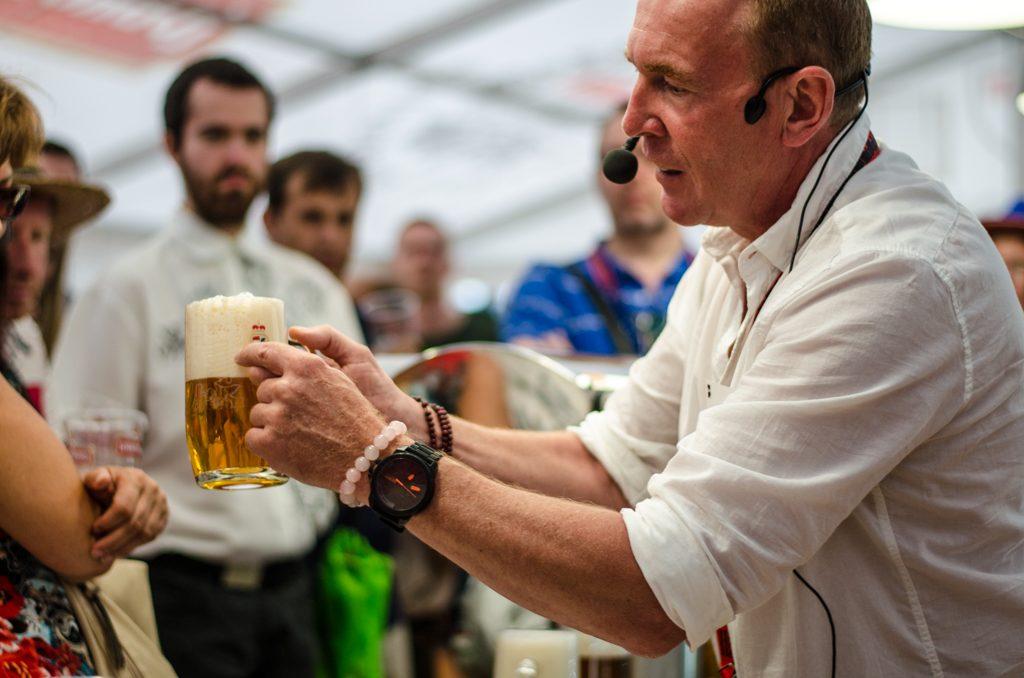 ukážka správneho čapovania piva