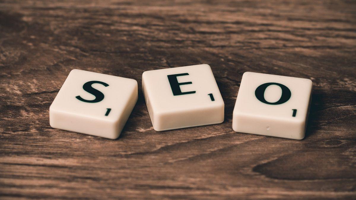 INFOGRAFIKA: Čo ovplyvňuje pozíciu článku vo vyhľadávaní Google alebo čo je to SEO?