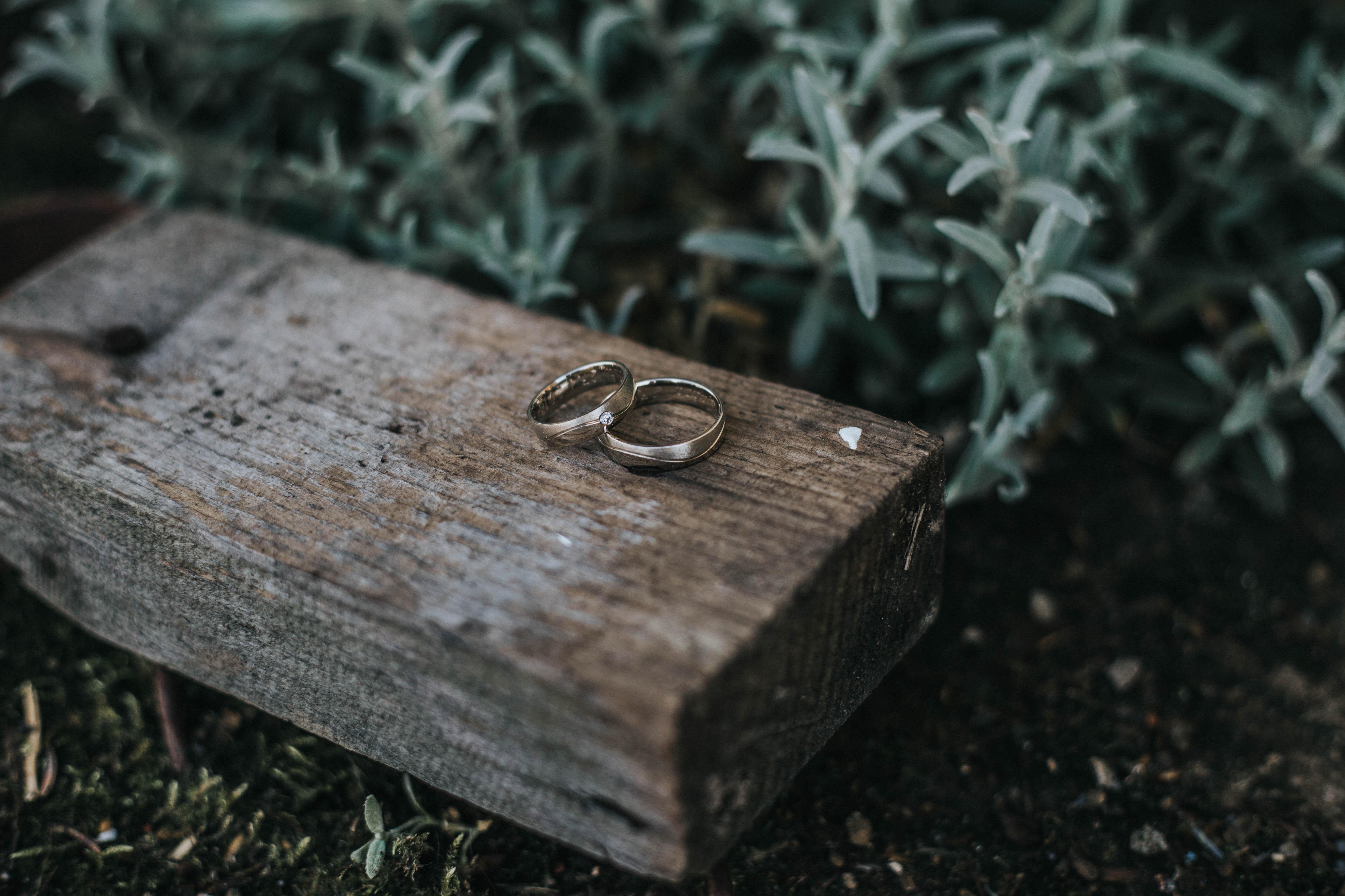 prsteň instagram drevo zem